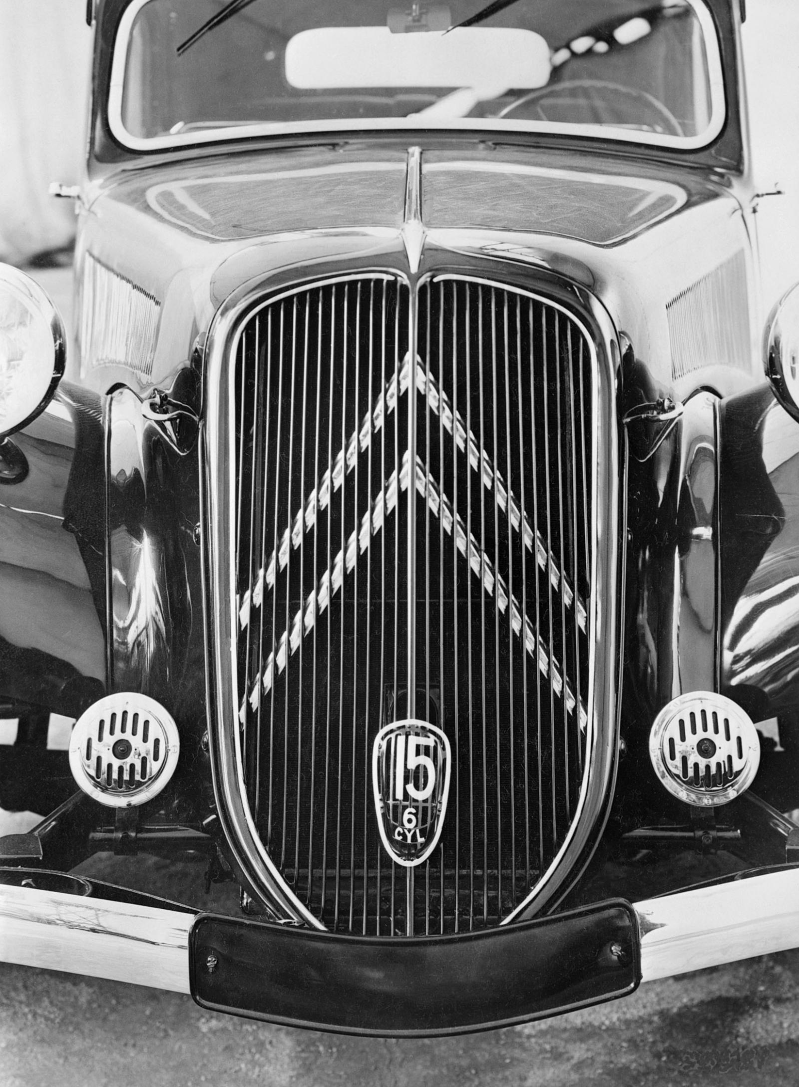 Traction 15 SIX 1938 calandre